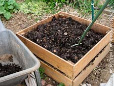 How to Make Compost: A Great Homemade Cedar Compost Bin