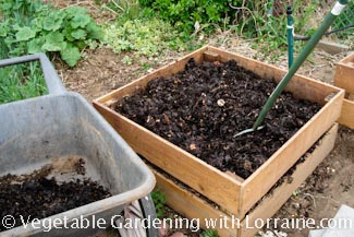 325x217 Benefits of Compost2
